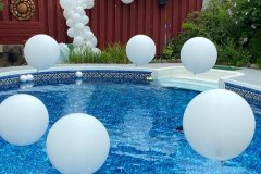 Pool-Side-Balloon-Decorations